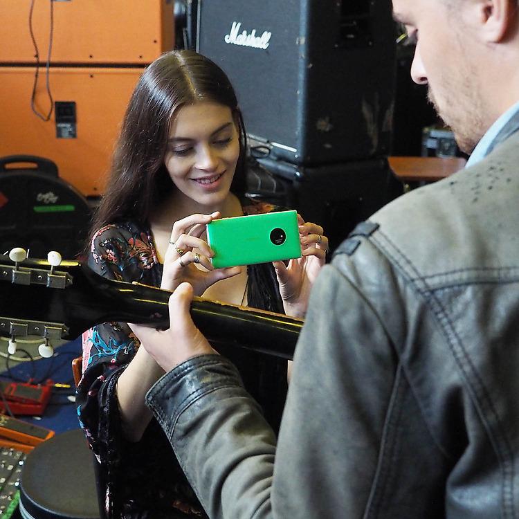 Nokia-Lumia-830-sharing